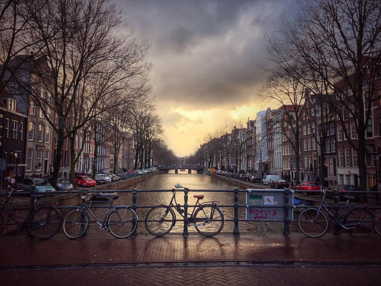 Syntinen ja avoin Amsterdam